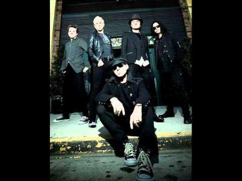 Scorpions - Under The Same Sun + lyrics