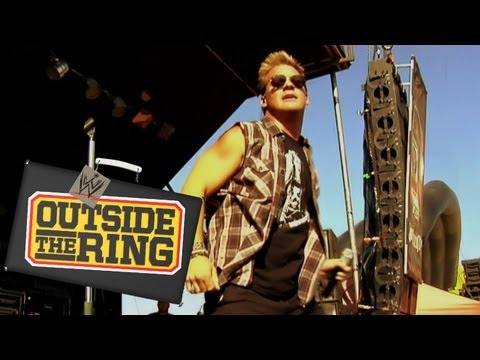 Outside the Ring - Chris Jericho and his band Fozzy rock out in Chicago - Episode 20