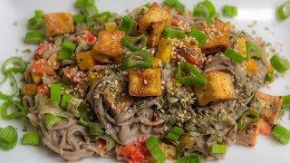 Soba Nudelsalat mit Knusper Tofu - vegan
