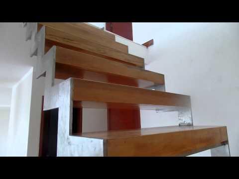Soportes de metal para escalera de metal y madera parte for Escaleras metal madera para interiores