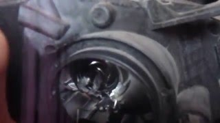 замена лампы на автомобиле Ситроен Берлинго 2 2012 года выпуска (Пежо типпи)