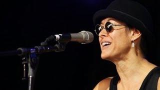 Singer Michelle Shocked denies anti-gay remarks