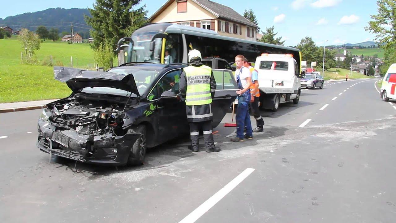 Verkehrsunfall mit mehreren Verletzten in Andelsbuch - YouTube