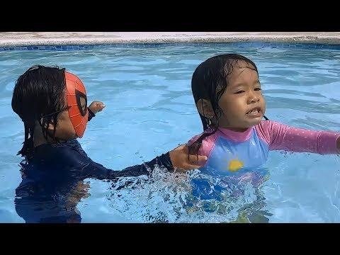 Donna The Explorer | Water Park Fun Slides For Kids