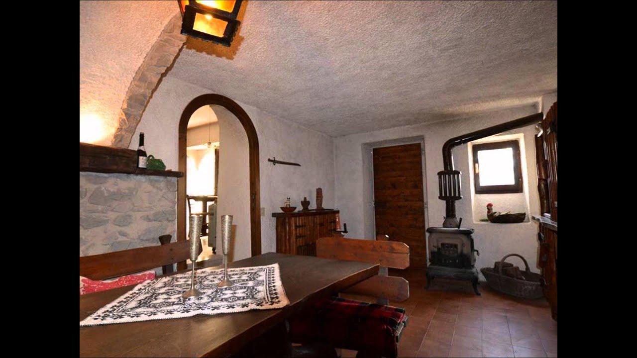 Antica casa in pietra con splendida vista lago in vendita for Case con stanze nascoste in vendita