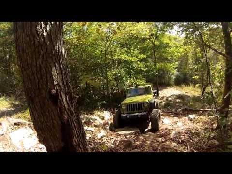 Rescue Green Jeep Wrangler JKU ROck Crawling ... Nice Jeep!