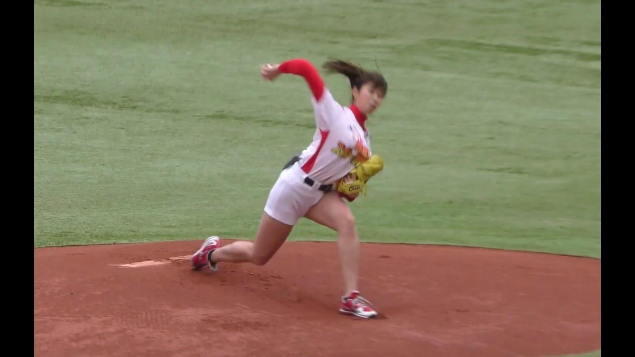 Download 神ピッチング 稲村亜美 awesome baseball pitches video awesome Japanese cute girl vs NPB baseball player