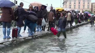 На Европу обрушились циклоны.