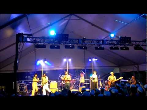 "Yacht Rock Revue - ""Rich Girl"""