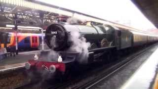 GWR Castle 5043 Earl of Mount Edgcumbe at Basingstoke Railway Station with