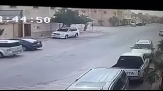 شاهد.. شرطة الرياض تطيح بأثيوبيين سلبا أموال مواطن في وضح النهارشاركنا برأيك