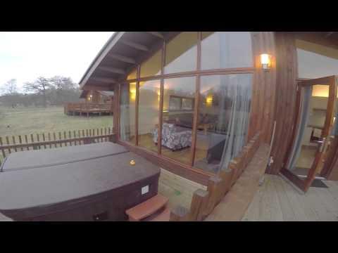Luxury Two Bedroom Golden Oak Log Cabin, Thorpe Forest.