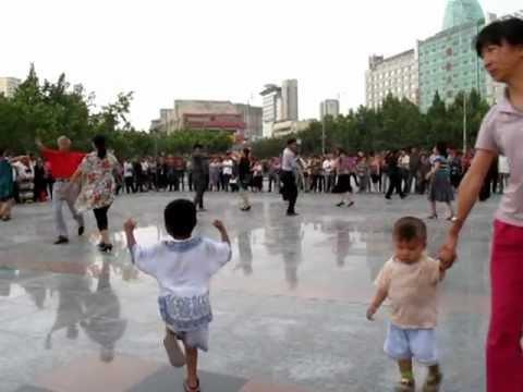 新疆ウイグル自治区アクス市の広...