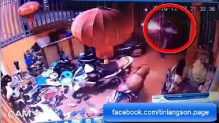 Video kẻ lạ mặt ném bom xăng mưu sát một gia đình tại Đồng Đăng, Lạng Sơn