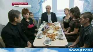 Путин пьет чай в гостях! Видео!
