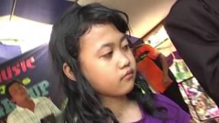 Lagu Sedih Bikin Terharu, Menyumbang Uang Spontan Untuk Anak Yatim Piatu