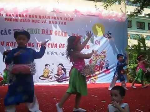 Bui Linh Anh - Múa trống cơm mẫu giáo