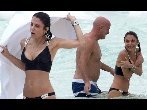 Bethenny Frankel splashes around with boyfriend Dennis Shields in Mexico