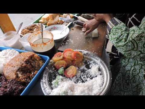 Indonesia Tegal Street Food: Jajanan Tempo Dulu,Blendung,Gemblong,Alu-Alu,Mata Sapi, Jl.Serayu Tegal