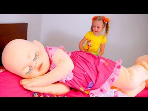 Stacy y su enorme muñeca
