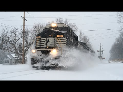 Thumbnail: Norfolk Southern Power Move in the Snow