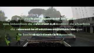 Bizi ! 1,8 tonne de charbon déversée devant la direction régionale de la Société Générale