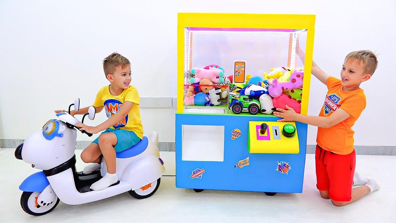 Máy vuốt Vlad và Niki với đồ chơi câu chuyện trẻ em