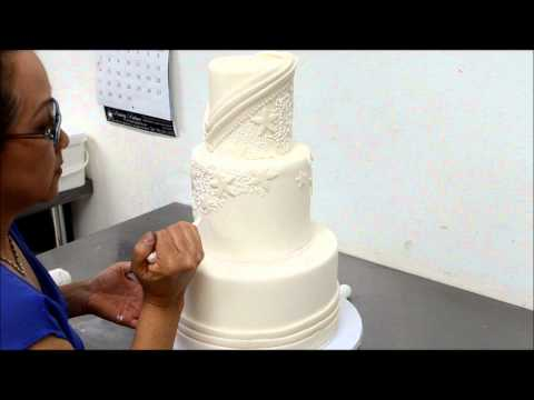 Designing Tutorial of a Beautiful Wedding Cake in Sugar Icing