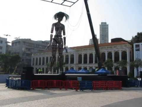 Огромная тетка на шарнирах - Macau