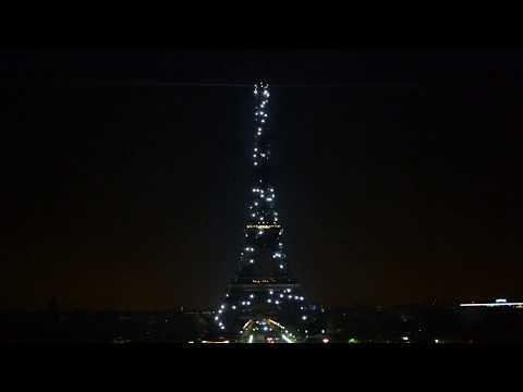 Eiffel Tower : Light Show at 1 AM