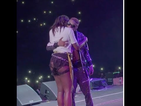 Wizkid Toast Tiwa Savage Live On Stage At The O2 Arena In London Afropublic Concert