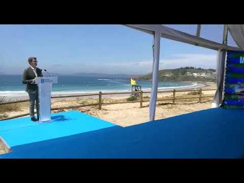 Feijóo presenta las banderas azules y destaca la futura ley de patrimonio natural