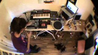 VZI live looping session (Feet Keep Moving / Natural Self)