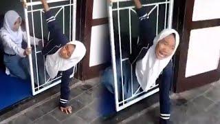Video Viral Siswi SMA Tersangkut di Celah Pintu Tralis: Ora Isoh, Eh Eh Tolong!