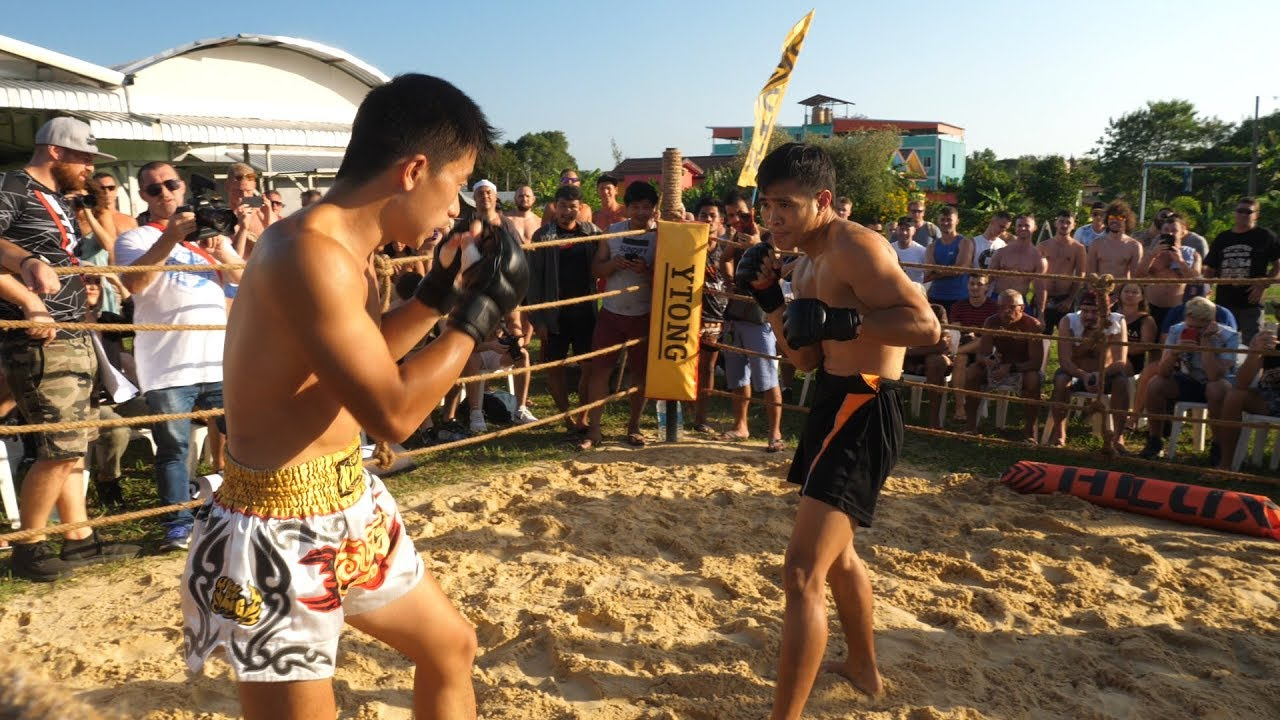 CHINESE MAN run into Muay Thai Fighter !!!!