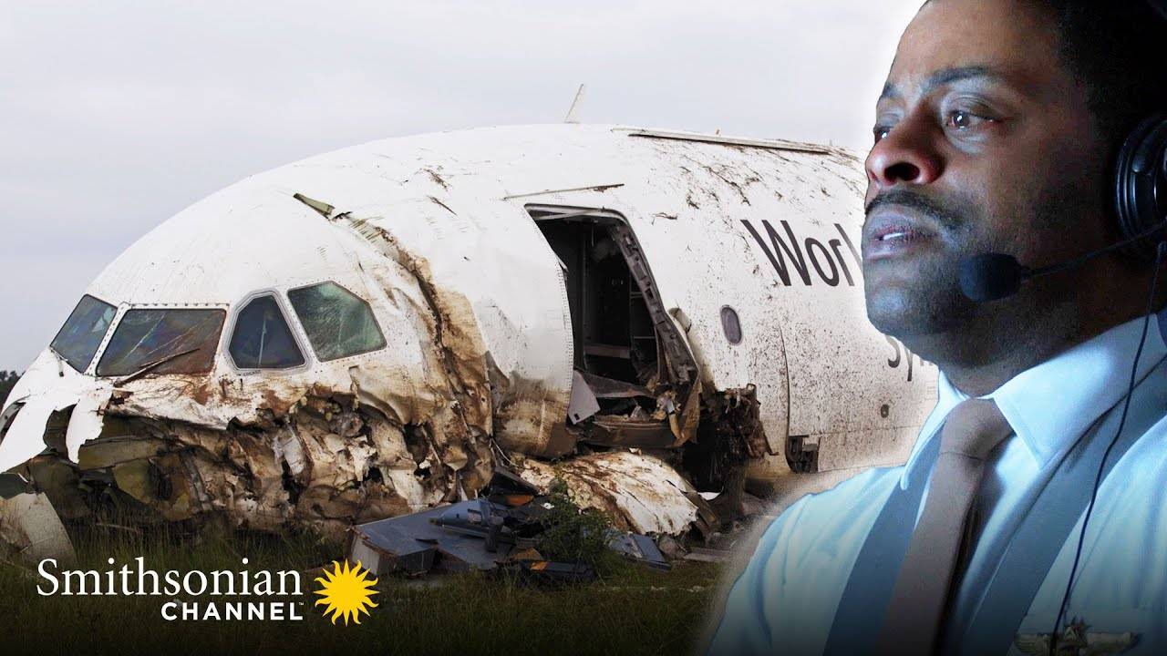 Download A Pilot Is Stunned to Find Out How Low His Plane Actually Is 😧 Air Disasters | Smithsonian Channel