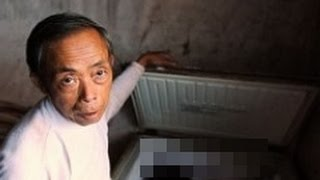 重慶市の片田舎で、親族6世帯とともに泥でつくられたみすぼらしい家に住...