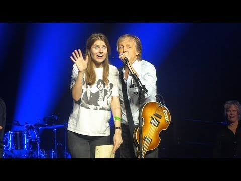 Paul McCartney in Kraków '18: fans on stage + wedding proposal (oświadczyny)