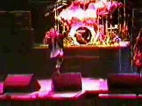 Iron Maiden-10.Run To The Hills(Sofia 2007)из YouTube · Длительность: 4 мин2 с