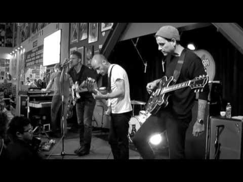 Cold War Kids - Miracle Mile (Live at Amoeba)