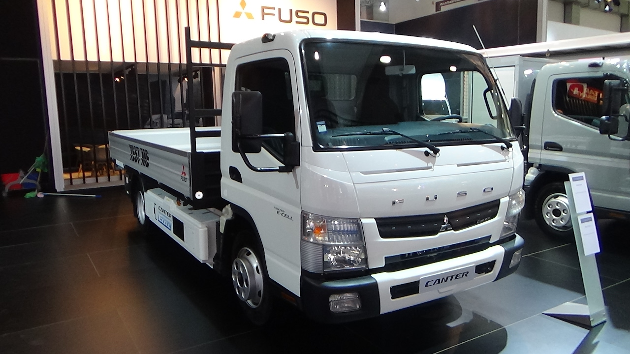 2017 Fuso Canter - Auto Show Brussels 2017 - YouTube