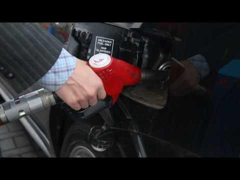 Как слить бензин из бака иномарки?