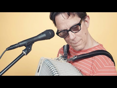 They Might Be Giants Perform Eccentric Set at Rolling Stone