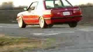 BMW 325is taking the curve - Video #1