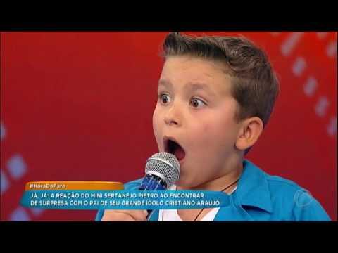 Pietro Se Emociona Ao Ganhar Doações Para Crianças Carentes