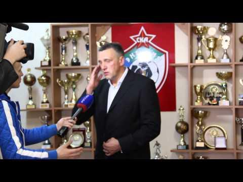Вальдас Иванаускас поздравляет Сергея Фельдмана