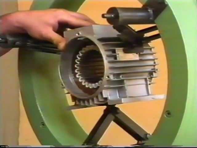 Inseritrice di matasse per avvolgimenti motori elettrici
