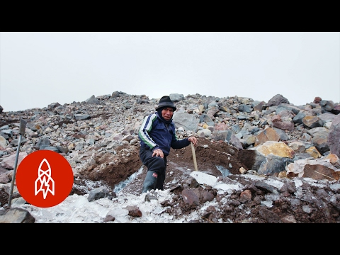 Harvesting Glaciers with the Last Ice Merchant | That's Amazing