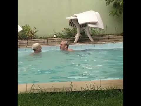 Mc Pedrinho Tomando Banho De Piscina Mas O Irmão Nando
