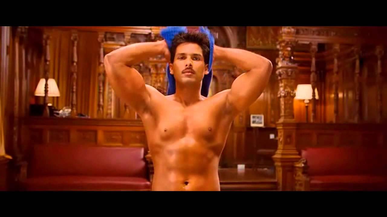 Shahid Kapoor Mausam's Bath Scene - YouTube